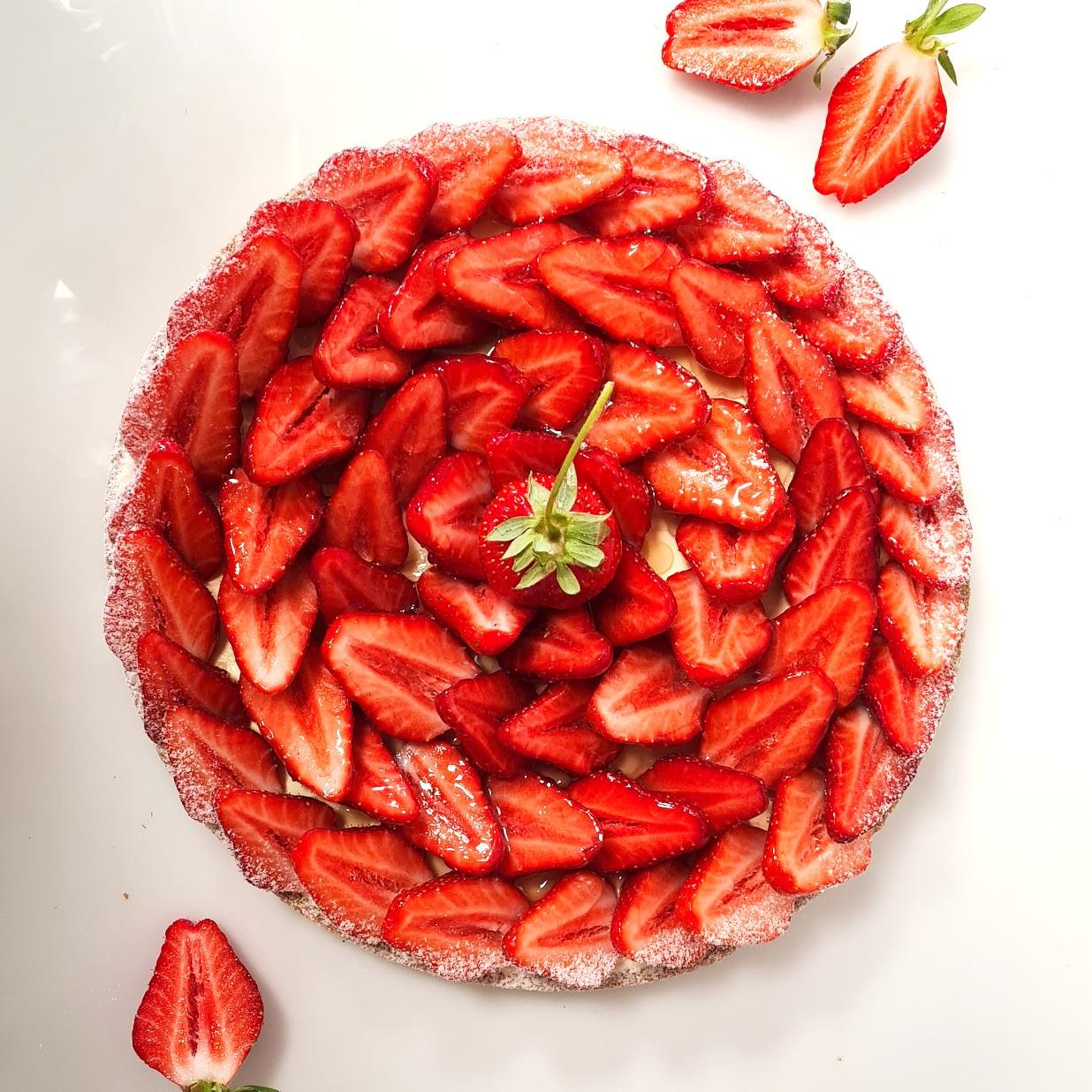 Pâte sucrée, crème mousseline, fraises fraiches 4 pers. 22 € 6 pers. 33 € 8 pers. 44 € 10 pers. ou plus, nous contacter (Selon saison)