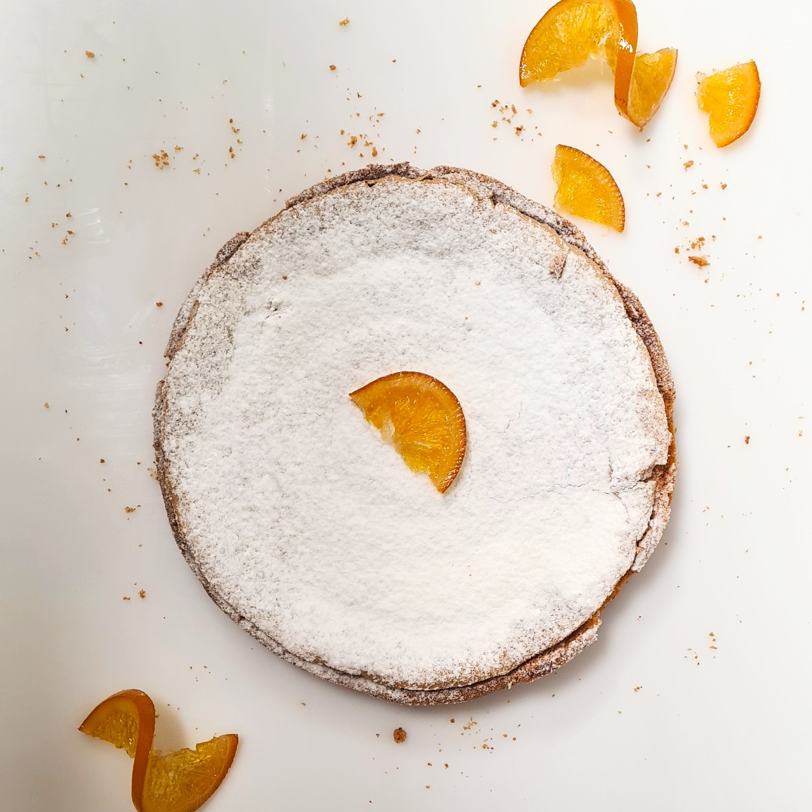 Pâte sucrée, abricot moelleux, orange confite, compote de pommes, soufflé amande 4 pers. 19,5 € 6 pers. 29 € 8 pers. 34 € 10 pers. ou plus, nous contacter