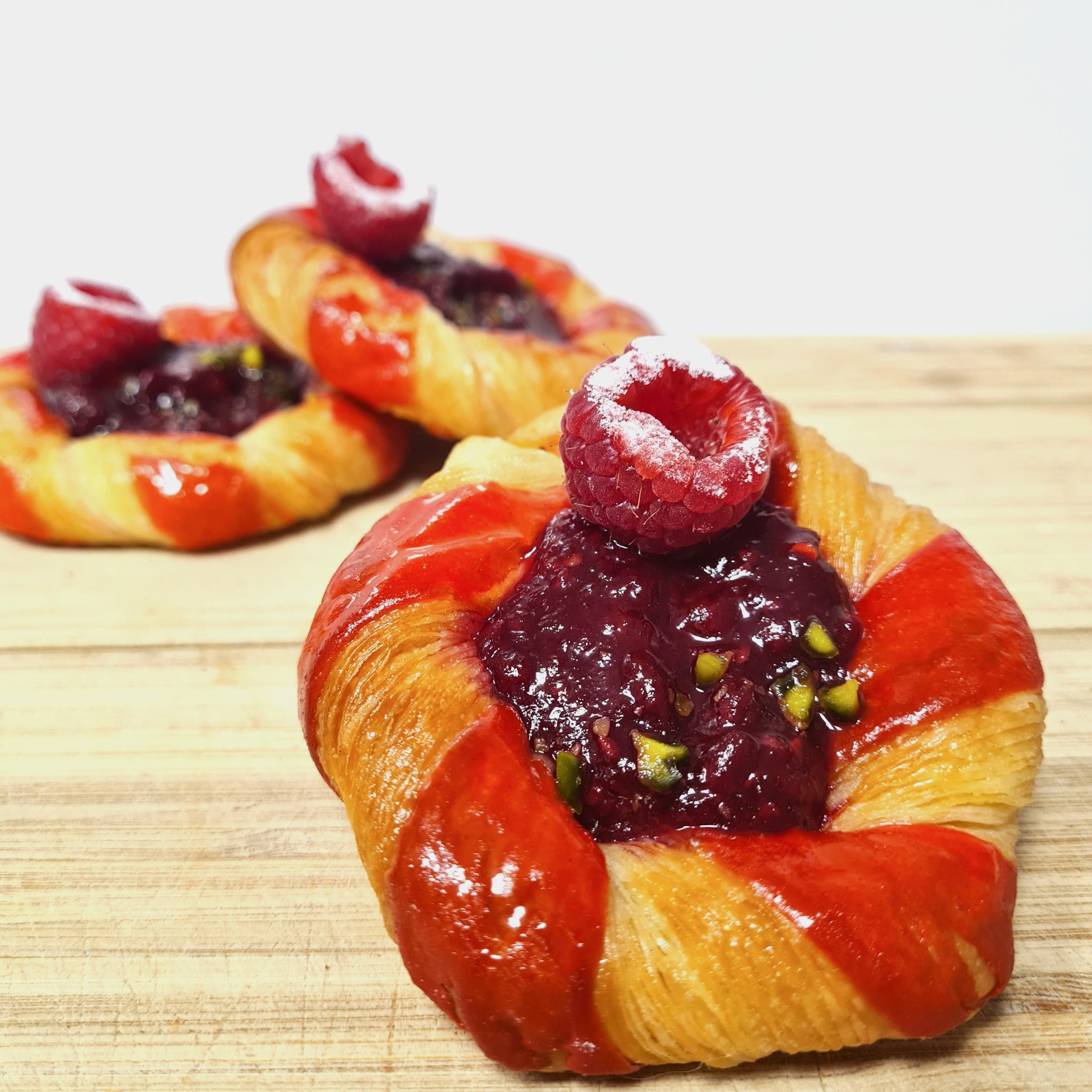 Pâte à croissant pur beurre et farine Label Rouge, confit de framboise 1,50 €